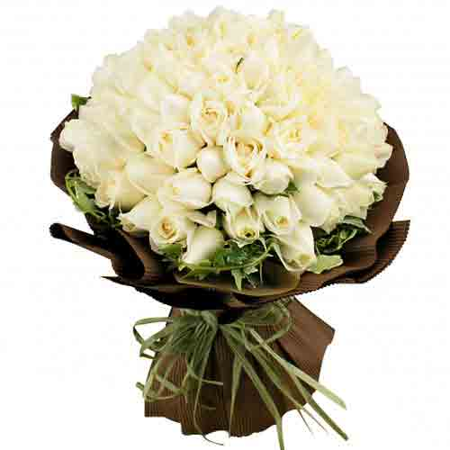 Cheerful Assemble of White Roses <br/>