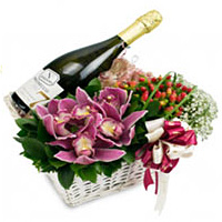 Incomparable Harvest Gift Hamper with Wine and Flowers Bouquet
