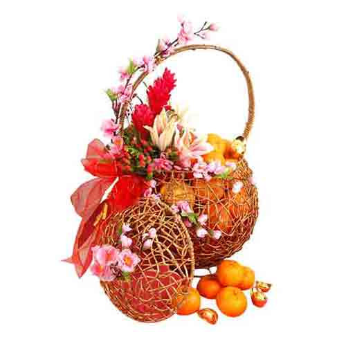 Attractive Best Quality Hamper of Fruits N Floral