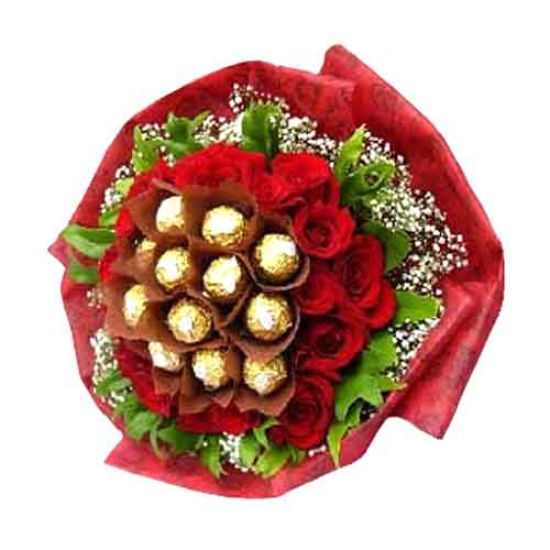 Outstanding Combination of Chocolates and Red Roses<br>