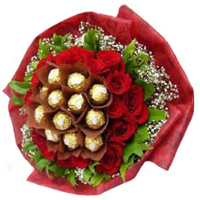 Fabulous Display of 28 Red Roses with 12 Ferraro Rocher<br><br>