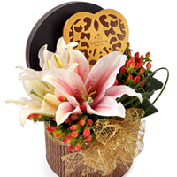 Enchanting All Time Favorite Present of Chocolates with Flowers