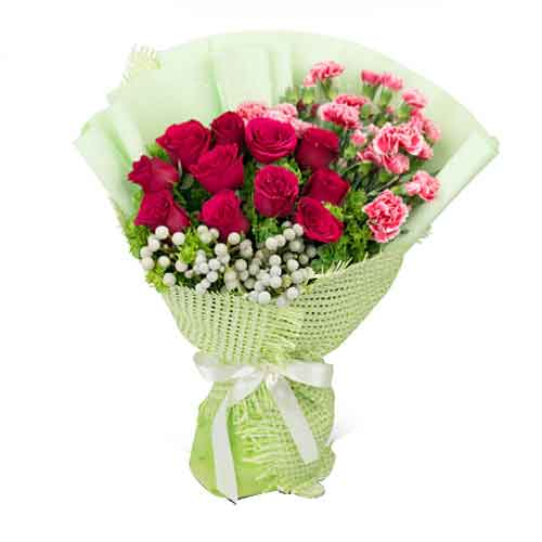 Breathtaking Bunch of Pink Color Spray Carnations with Red Color Roses