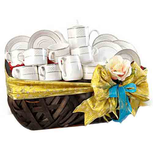 Exquisite Christmas Gift of Porcelain Tea Set �
