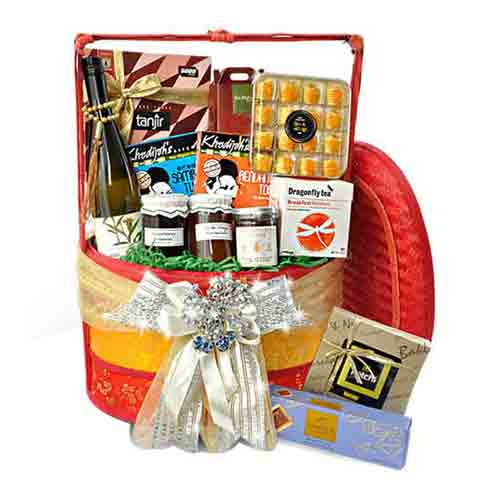 Exciting Gourmet Hamper for Grand Celebration